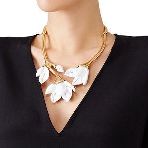 NWOT Oscar De La Renta White Magnolia Necklace